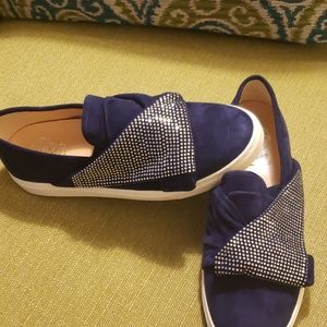 NEW VINCE CAMUTO Navy suede loafers